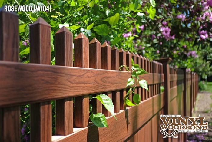 woodgrain vinyl fence_1