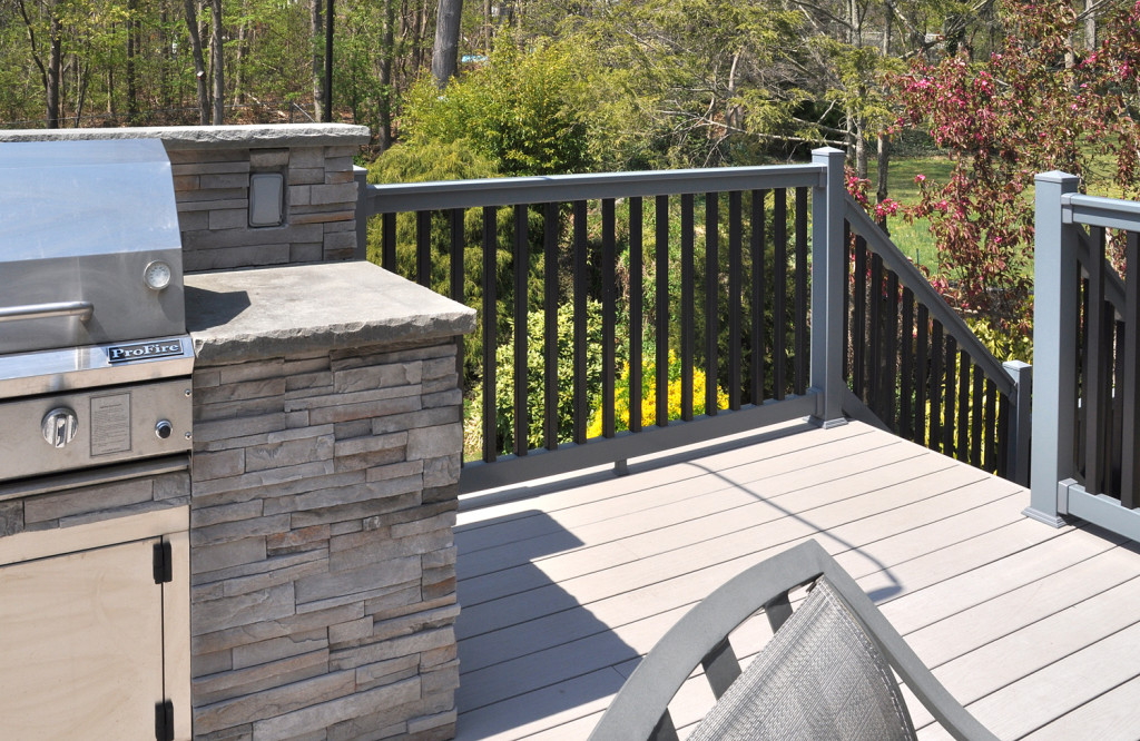 Illusions pvc vinyl gray and black deck railing_0003