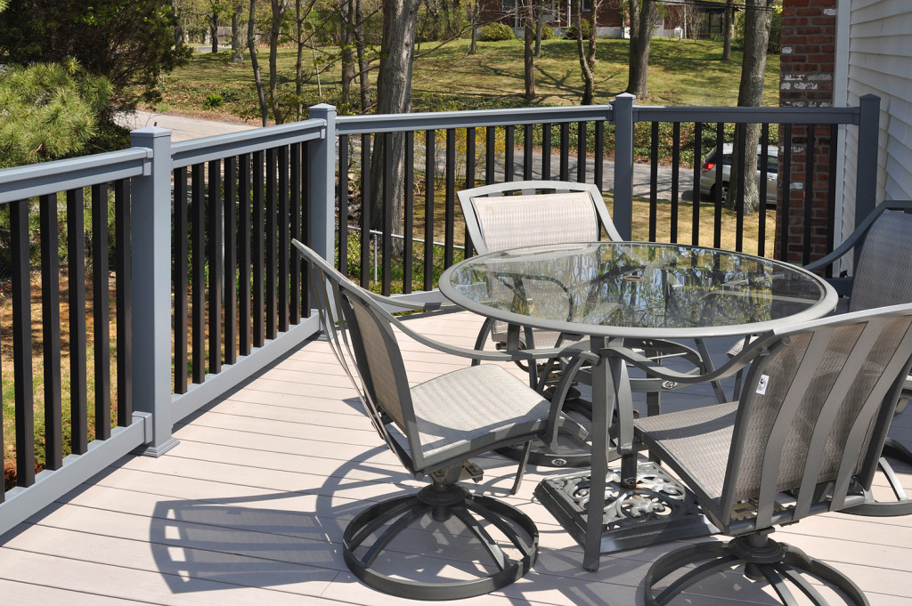 Illusions pvc vinyl gray and black deck railing_0006