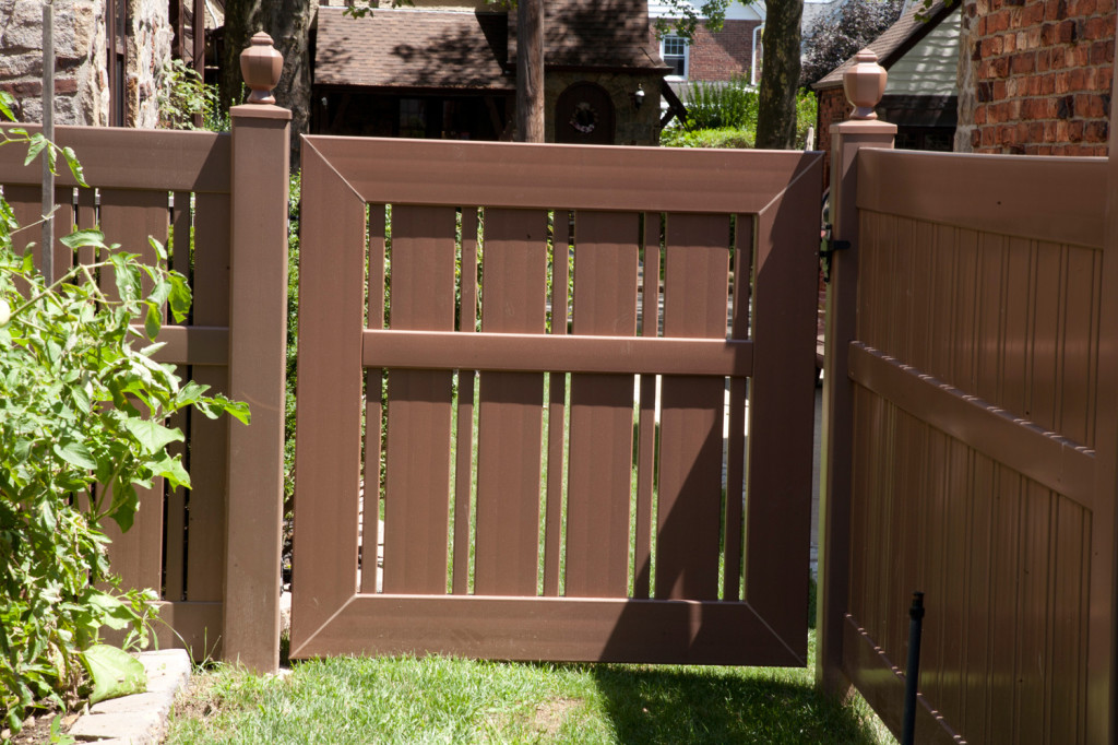 "VWG500A-46 Semi-Privacy Fence Walk Gate with Alternating 1-1/2"" and 6"" Wide Boards. Shown in Illusions Vinyl Fence's Grand Illusions Color Spectrum Landscape Series Brownstone (E112) #fenceideas #homeideas #backyardideas"