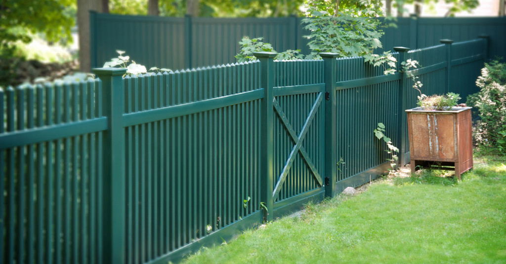 green-pvc-vinyl-picket-fence-panels-4