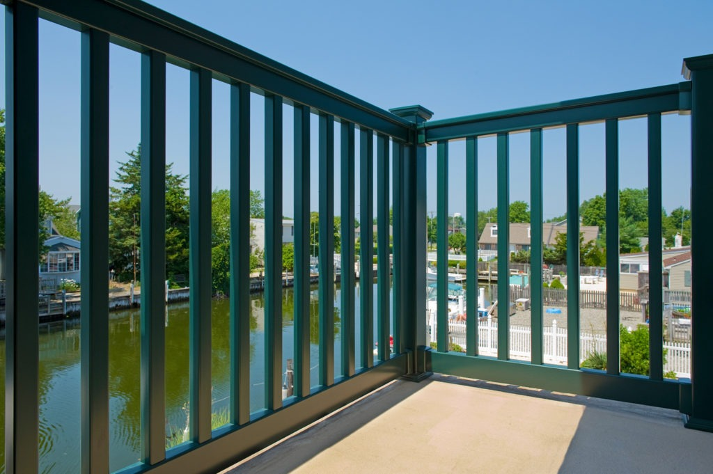 hunter green vinyl pvc deck railing 3
