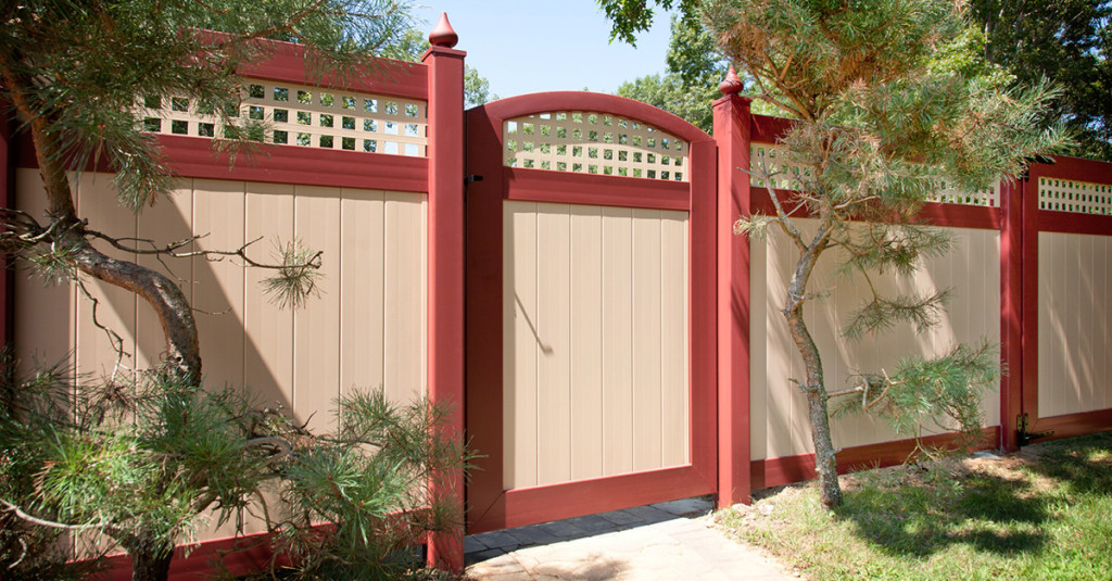 illusions-burgundy-and-desert-sand-vinyl-fence