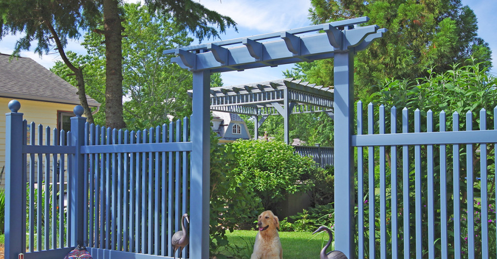 illusions-federal-blue-vinyl-fence