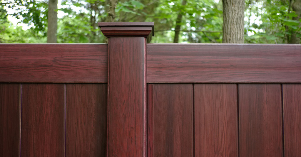 illusions-mahogany-vinyl-privacy-fence
