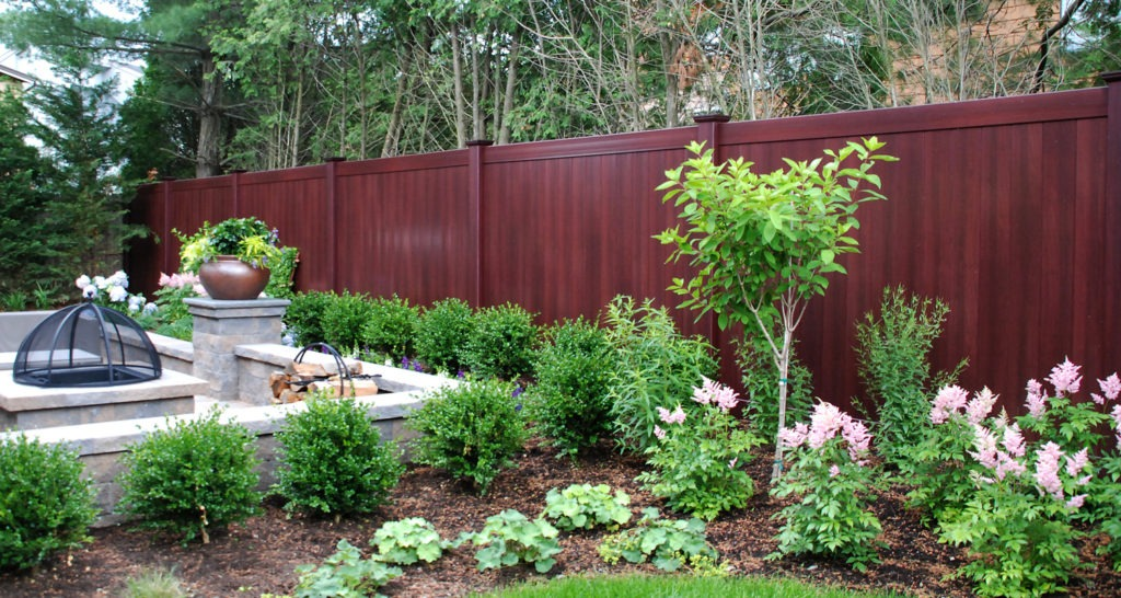 illusions mahogany vinyl pvc wood grain privacy fence 1