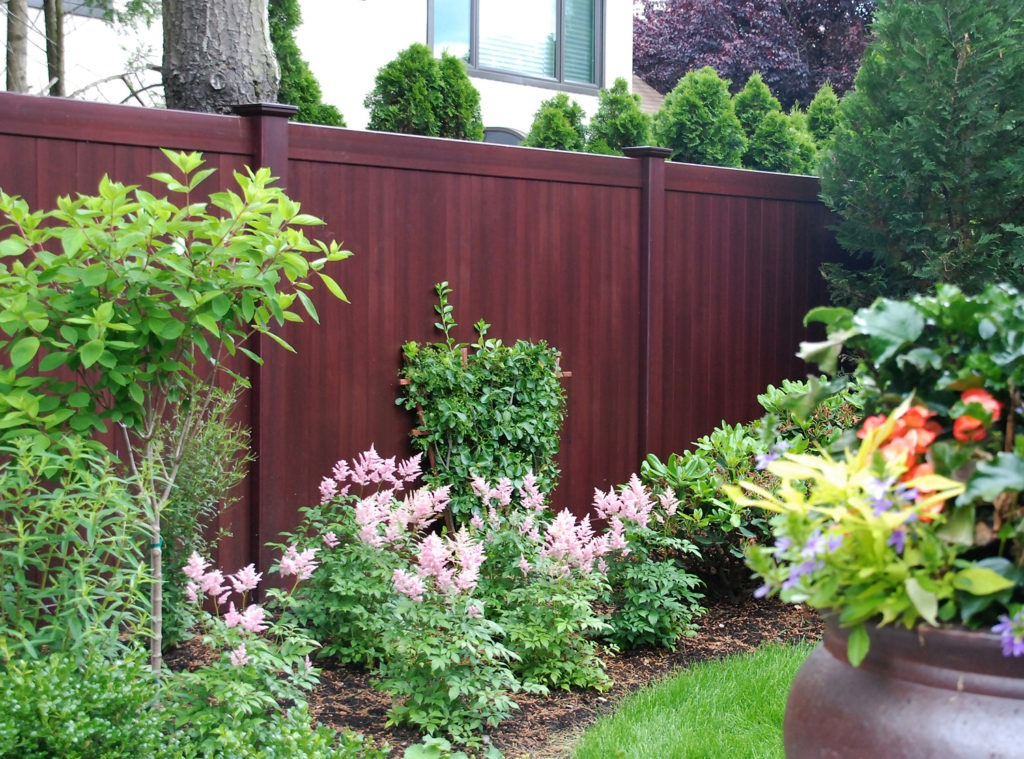illusions mahogany vinyl pvc wood grain privacy fence_0001
