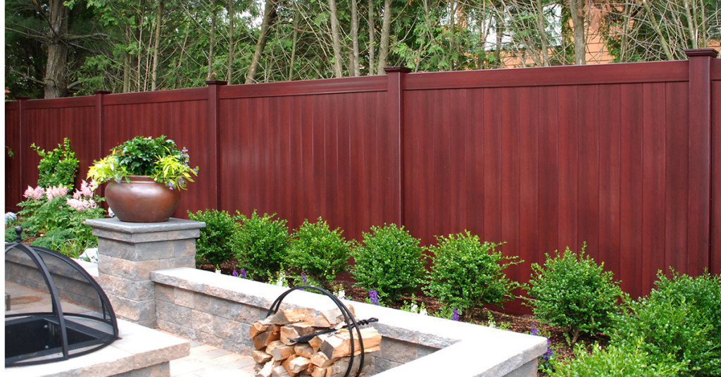 illusions-mahogany-vinyl-pvc-wood-grain-privacy-fence_0004