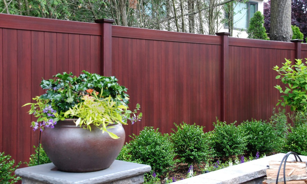 illusions mahogany vinyl pvc wood grain privacy fence_0006