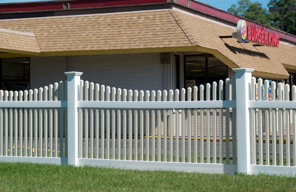 illusions picket vinyl pvc fence at burger king