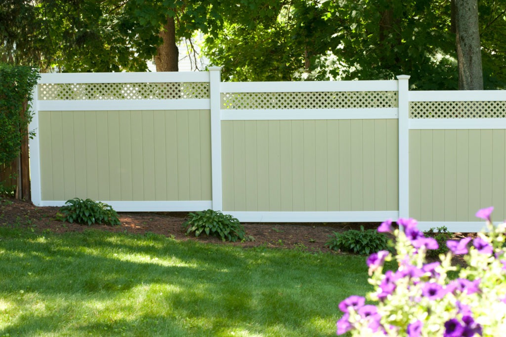 illusions pvc vinyl light green ans white privacy fence 2