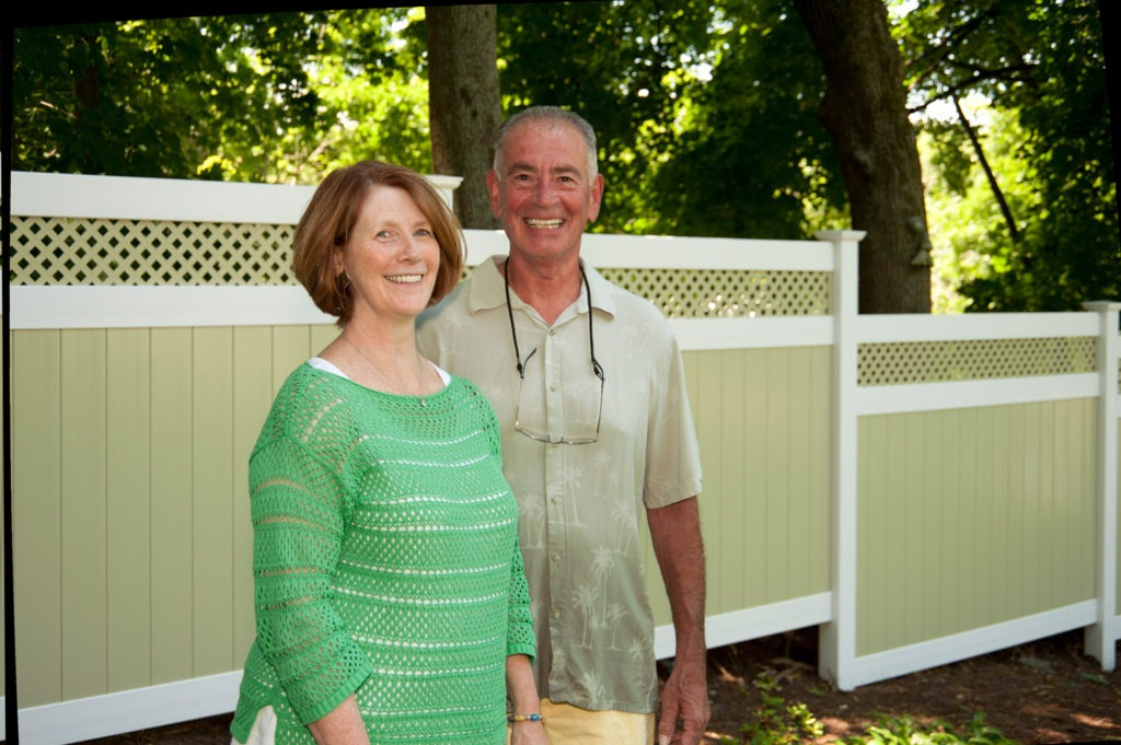 illusions pvc vinyl light green ans white privacy fence 3