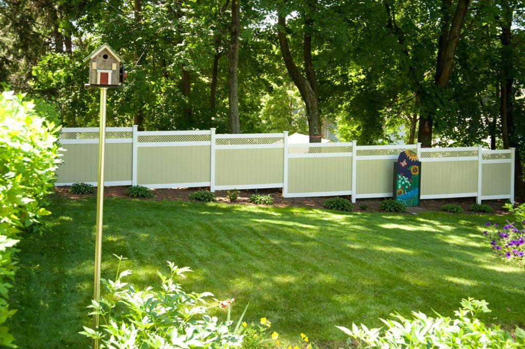illusions pvc vinyl light green ans white privacy fence 4