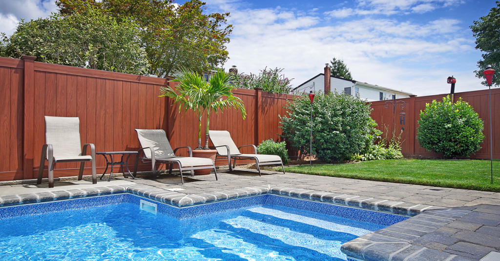 illusions-rosewood-privacy-fence