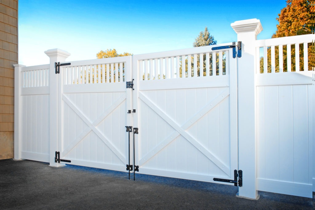 illusions vinyl pvc drive gate with 8x8 inch posts