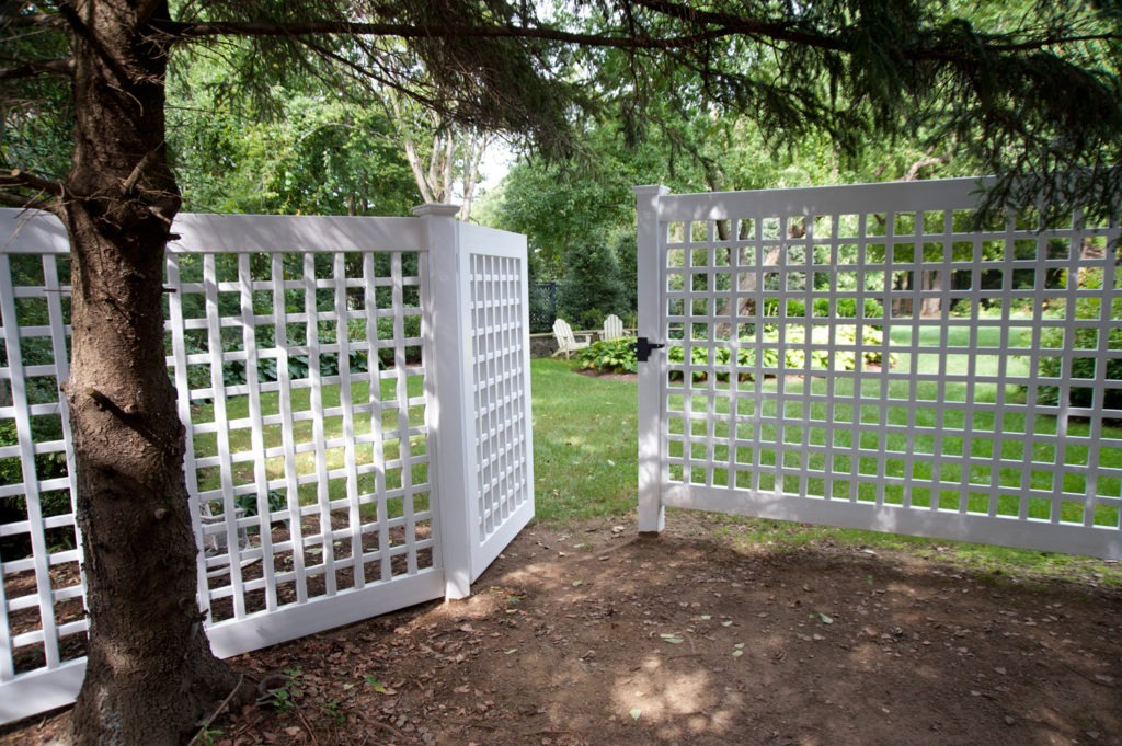 illusions vinyl pvc lattice fence panels and gate 3