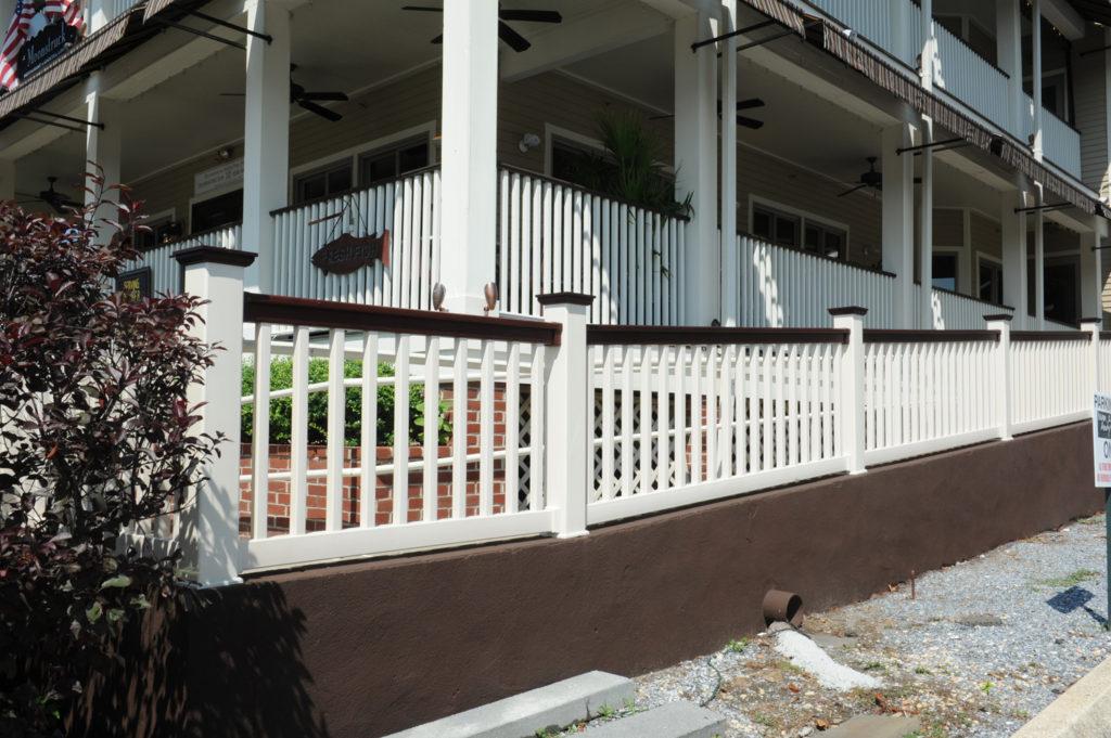 illusions vinyl pvc mahogany and white deck railing ramp 1