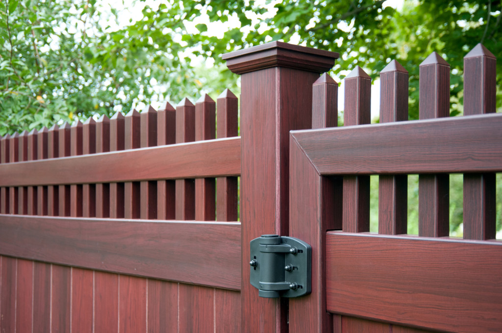mahogany wood grain pvc vinyl privacy fence illusions 1