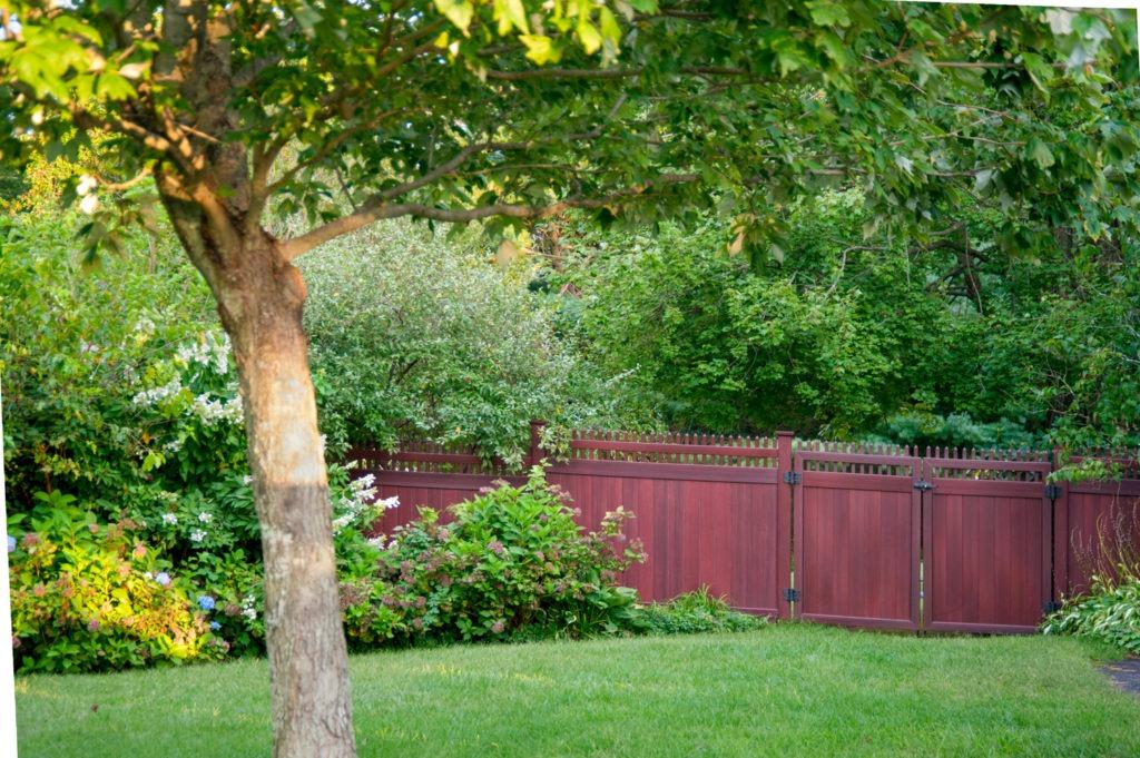 mahogany wood grain pvc vinyl privacy fence illusions 4