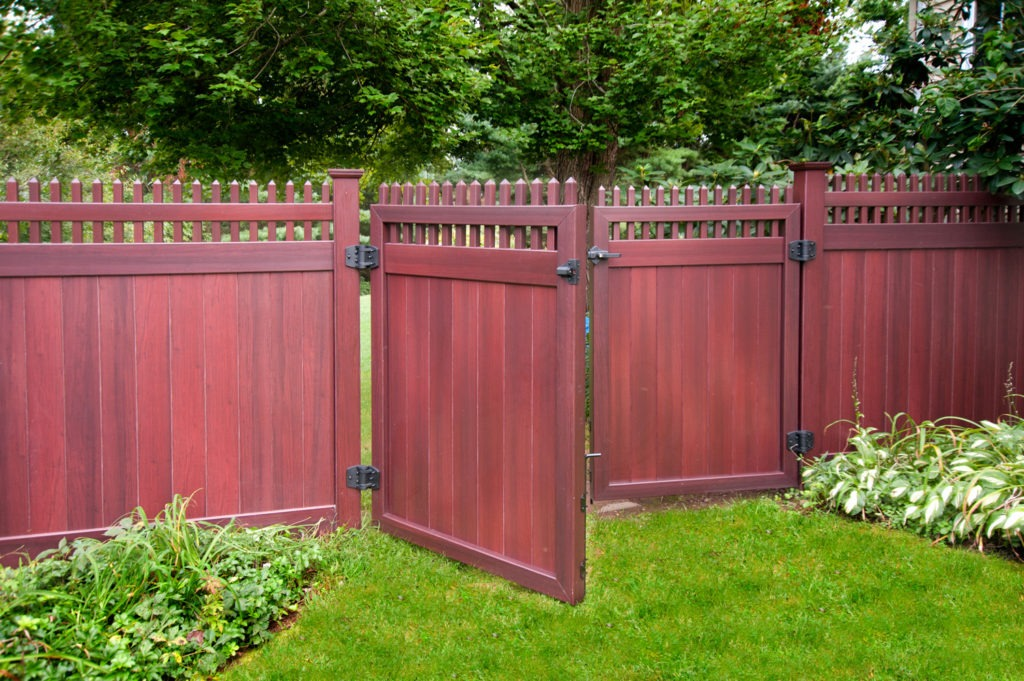 mahogany wood grain pvc vinyl privacy fence illusions gates