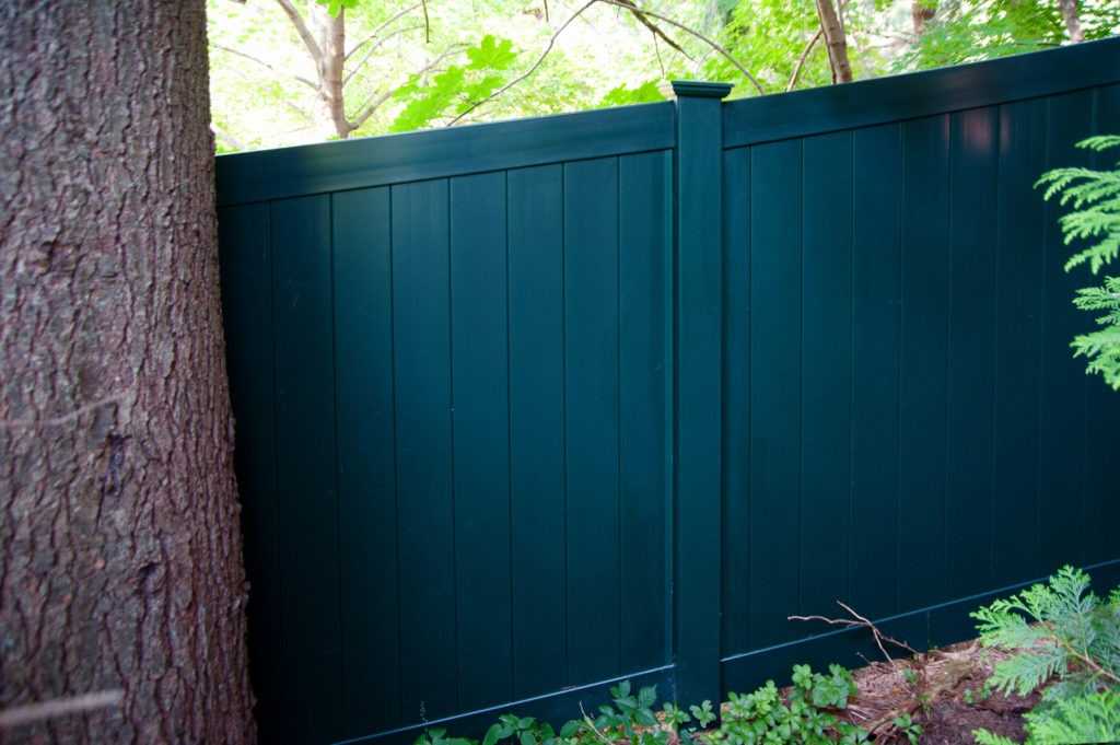 racked hunter green vinyl privacy fence