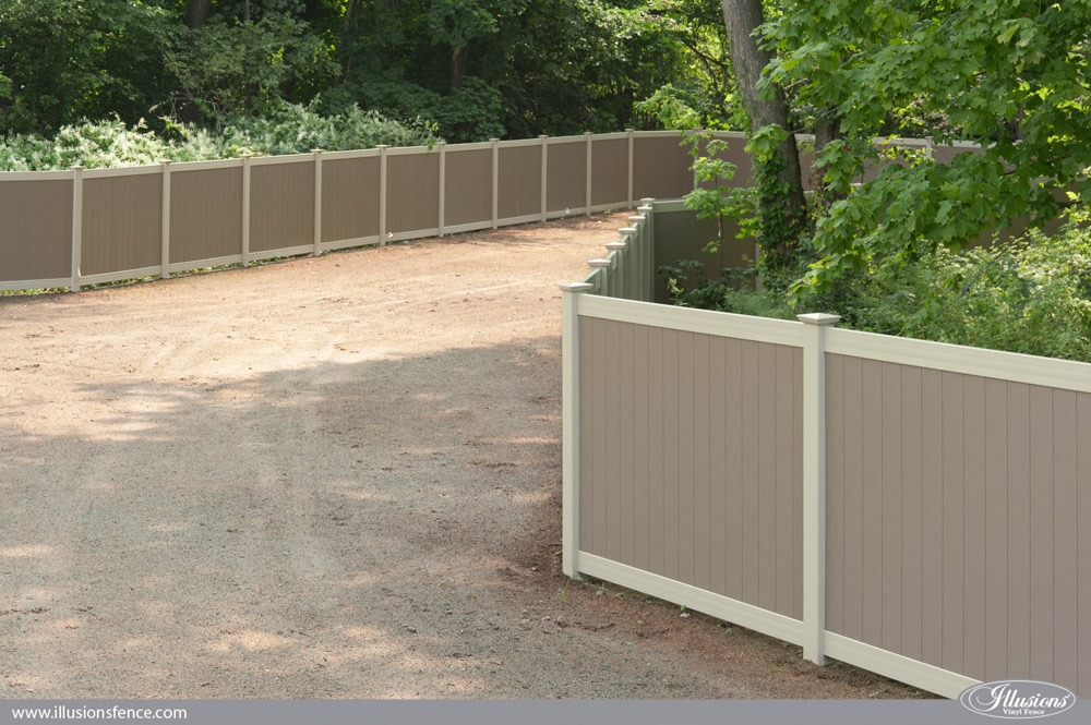 Two-Color Illusions PVC Vinyl Fence Idea Featuring Adobe and Antique White Privacy Panels. #fenceideas #fence #landscapingideas #backyardideas #dreamyard